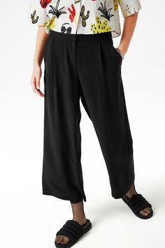 Monki Image 3 of Flowy wide leg trousers in Black