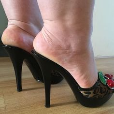 Image may contain: shoes Sexy Legs And Heels, Hot High Heels, Feet Soles, Women's Feet, High Heel Mule Shoes, Shoes Heels, Mules Shoes, Zapatillas Jordan Retro, Rough Heels