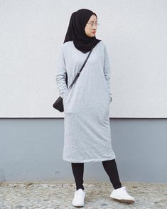 30+Simple Cozy Hijab Outfits Ideas For The First Day Of Class #simplehijaboutfits #classhijaboutfits | LuxuryFurn.Com
