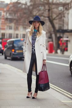 Streetstyle during london fashion week, fall ritu mehta · hat outfits Preppy Fall Outfits, Outfits With Hats, Winter Outfits, Look Urban Chic, Stockholm Street Style, Vogue, Street Chic, Her Style, Passion For Fashion