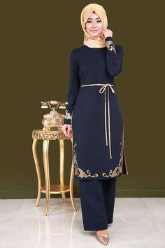 Gold Nakışlı 2'li Tesettür Kombin Laci Ürün kodu: ASM2033 --> 144.90 TL Frock Fashion, Hijab Fashion, Fashion Outfits, Hijab Gown, Hijab Outfit, Modest Dresses, Modest Outfits, Muslim Fashion, Modest Fashion