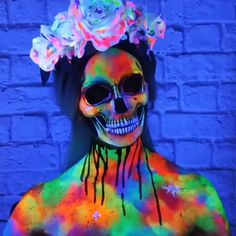 UV Paint Halloween Makeup☠- Wondering how to make your costume stand out? Whether you& looking to wow your friends at a Halloween party or your creativity thrives at night, UV Paint will have you glowing with energy and excitement. Halloween Costumes For 3, Cool Halloween Makeup, Halloween Makeup Looks, Halloween Cosplay, Fall Halloween, Halloween Party, Weird Costumes, Avatar Halloween, Dragon Halloween
