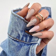 Semi-permanent varnish, false nails, patches: which manicure to choose? - My Nails Glam Nails, Matte Nails, Pink Nails, Glitter Nails, Nail Manicure, Beauty Nails, Hair Beauty, Nail Polish, Stiletto Nail Art