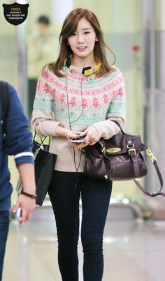 SNSD Taeyeon Airport Fashion  i just love her winter sweater! super cute (all credits go to rightful owner.) http://amidnightblog.wordpress.com/2013/11/23/winter-fashion-2013-2014-girls-generation-inspiration/
