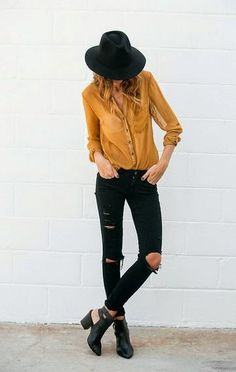 Chelsea Loves: How To Style   Ripped Jeans ww.chelskiiiiloves.blogspot.com