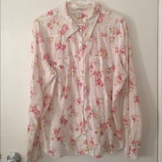Old Navy floral button up shirt This gorgeous Old Navy shirt couldn't be more PERFECT for spring! Size XXL. Style is long sleeve button up. Looks adorable with the sleeves rolled up! Nice & lightweight. Only wore twice, excellent condition! Necklace in photo is not included although I do have it available for sale in my closet! Bundle & save 15% on 3+ items. Tags: Spring,summer,flowers,roses,chic,vintage,shabby chic Old Navy Tops Button Down Shirts
