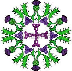 celtique: La croix celtique dans un cercle couronné de fleurs de chardons
