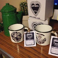 Nuestras tazas de acero esmaltado RETROPOT con diseños de IRIA PROL www.retropot.es Tazas de metal, personalizadas y colección propia. Tazas de acero esmaltado RETROPOT retro y vintage Market places