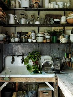 Traditional country kitchens are a design option that is often referred to as being timeless. Over the years, many people have found a traditional country kitchen design is just what they desire so they feel more at home in their kitchen. Old Kitchen, Rustic Kitchen, Country Kitchen, Vintage Kitchen, Kitchen Dining, Kitchen Decor, Kitchen Sink, Gypsy Kitchen, Kitchen Shelves