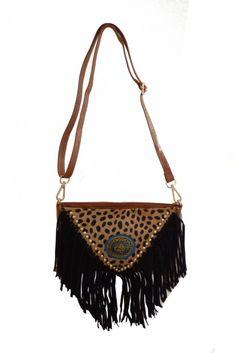 Bolso Piel Etnico con Flecos #motufashion #bolsos Shoulder Bag, Bags, Fashion, Women's Handbags, Hot Clothes, Fringes, Clothes Shops, Fashion Trends, Fur