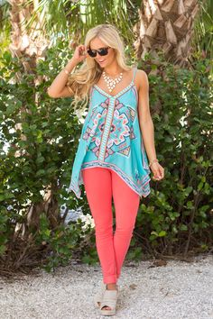 This gorgeous asymmetrical tank will have you thinking you're on an island vacation!