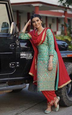 Punjabi Suits Designer Boutique, Boutique Suits, Indian Designer Suits, Punjabi Boutique, Patiala Suit Designs, Kurti Designs Party Wear, Ladies Suits Indian, Suits For Women, Designer Kurtis