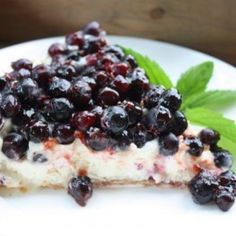 This Prairie Summer Saskatoon Berry Pie or French Tart is deadly delicious and the perfect dish to celebrate the onset of Saskatoon berry season! Tolle Desserts, Köstliche Desserts, Great Desserts, Delicious Desserts, Dessert Recipes, Yummy Food, Saskatoon Recipes, Saskatoon Berry Recipe, Cheesecake Toppings