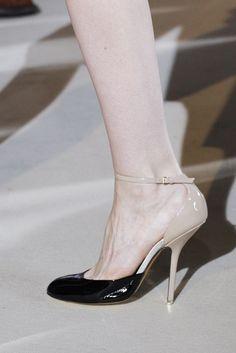 Stella McCartney Fall 2011 Ready-to-Wear Fashion Show Details