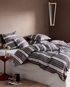 GEORG JENSEN DAMASK BED LINEN The king of great bedding in Scandinavia: Georg Jensen Damask. This heritage brand does not play around when it comes to quality. They make the kind of crisp cotton sheets and pillows that you sink into at a luxury hotel.The Best Scandinavian Bedding Brands