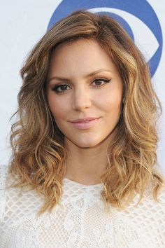 Katharine McPhee Balayage Best New Hair Colors for Summer - 2014 Summer Hair Colors - Elle Summer Hairstyles For Medium Hair, Medium Hair Styles, Short Hair Styles, Scrunched Hair, Medium Layered Haircuts, Haircut Medium, Layered Hairstyles, New Haircuts, Summer Haircuts