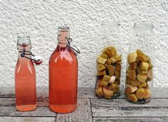 Rhabarber-Likör ganz einfach selber machen. Ein tolles Rezept! How To Make Drinks, Gin And Tonic, Healthy Dinner Recipes, Tart, Cocktails, Food And Drink, Dishes, Baking, Joy
