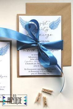 Zaproszenie na Chrzest Św. na eko papierze ze skrzydełkmi dla Małego Aniołka. #zaproszenia #chrzest #zaproszenienachrzest Place Cards, Place Card Holders