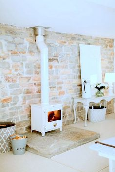 Latest Pictures Fireplace Hearth slab Tips Wood Burner – Image By naomi Kenton – A Victorian Barn Conversion To A Chic And Feminine Studio Fireplace Hearth, Stove Fireplace, Fireplaces, Wood Stove Wall, Wood Burner Stove, Wall Wood, Fireplace Ideas, Boho Deco, Design Salon