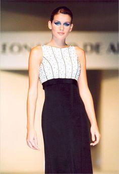 leonardo de armas, moda, altacostura, novias. Consuelo Adler 1997. Black And White, Formal Dresses, Unique, Style, Fashion, Weapons Guns, Brides, Haute Couture, Dresses For Formal