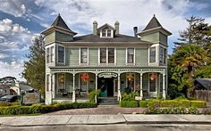 View deals for Centrella Inn. Guests enjoy the free breakfast. Monterey Bay is minutes away. WiFi and parking are free, and this B&B also features dry cleaning service. Pacific Grove California, Outside Seating Area, Victorian Buildings, Victorian Houses, Century Hotel, Monterey Bay Aquarium, Monterey County, Bed And Breakfast, Old Houses