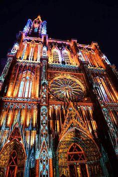 Leuchtet nachts in allen Farben: das Straßburger Münster. | Foto: Promo