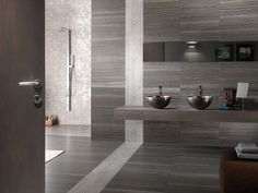 Eramosa Grey: la più avanzata tecnologia digitale applicata alla ceramica per una reinterpretazione moderna del pregiato marmo canadese.