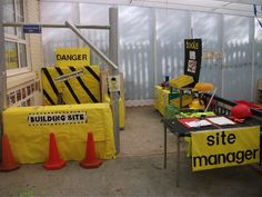 Construction Site role-play area classroom display photo - Photo gallery - SparkleBox