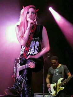 Jakarta, Indonesia - 12 Marzo - altour-jakarta-12 - AvrilPix Gallery - The best image, picture and photo gallery about Avril Lavigne - AvrilSpain.Com