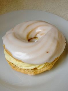 The Real Yolk Wreats - Prave zloutkove venecky - www. Czech Desserts, Sweet Cooking, Czech Recipes, Cheesecake Cupcakes, Eclairs, Churros, Confectionery, Mini Cakes, International Recipes