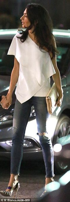 George and Amal Clooney continue his birthday celebrations in LA (Top Fashion Style) Casual Chic, Style Casual, Casual Jeans, Casual Outfits, Classy Chic, Trendy Style, Casual Party, Jean Outfits, Amal Clooney
