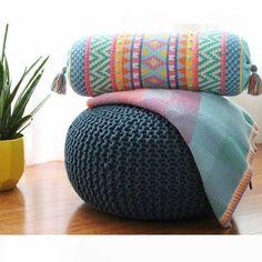 Crochet Borders US Terms Vivo: Tapestry Crochet Cushion pattern Crochet Cushion Pattern, Tapestry Crochet Patterns, Crochet Cushions, Crotchet Patterns, Crochet Pillow, Knitting Patterns, Tunisian Crochet, Crochet Stitches, Crochet Hooks