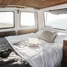 How To Transform An Old Van Into A Cool Mobile Home Make Klicka på! All about how to build a campervan. How To Transform An Old Van Into A Cool Mobile Home Make Klicka på! All about how to build a campervan. Chevy Express, Camping Car Van, Camping Diy, Camping Hacks, Camping Guide, Rv Hacks, Travel Hacks, Tent Camping, Camping Lanterns