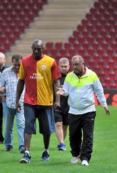 Kobe Bryant Fatih Terim - Galatasaray Antremanı Türk Telekom Arena :)