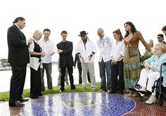 David Dermer, Mayor of Miami Beach, and the Gibb Family unveiling the Maurice Gibb Memorial