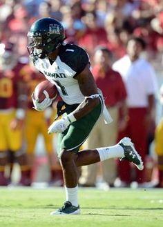 Mike Edwards has left for NFL so who will lead the 2013 Hawaii Warriors? Hawaii Rainbow Warriors, Hawaii Sports, University Of Hawaii, Top Five, College Football, New Woman, Women, Woman