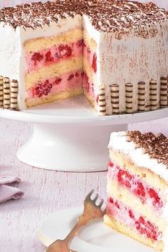 Small raspberry cake very big- Kleine Himbeer-Torte ganz groß A raspberry quark cream cake for the little coffee round - Big Cakes, Food Cakes, Cupcake Cakes, No Bake Desserts, Easy Desserts, Delicious Desserts, Healthy Desserts, Baking Recipes, Cake Recipes