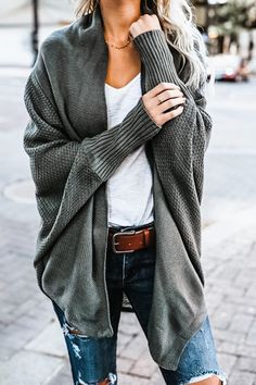 Green Oversized Batwing Cardigan I love this Batwing Oversized Cardigan list. Green Oversized Batwing Cardigan I love this Batwing Oversized Car Comfy Fall Outfits, Stylish Outfits, Women Casual Outfits, Simple Fall Outfits, Dressy Outfits, Oversized Knit Cardigan, Batwing Cardigan, Sweater Cardigan, Mint Cardigan
