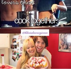 How are they still a couple? Shane Dawson Tv, Cooking Together, Youtube Stars, I Love Him, Cute Couples, Youtubers, Lisa, Singer, Adorable Couples