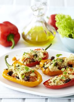 This sweet filling with almond, apricot and raisins combines with the crisp tangy flavour of the peppers to give you a delicious vegetarian meal. Tasty Vegetarian Recipes, Healthy Recipes, Healthy Meals, Healthy Food, Love Eat, Clean Eating Recipes, Main Meals, Romantic Recipes