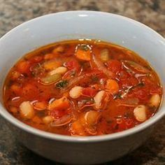 This is a tomato-based bean soup made piquant with oregano, thyme, and fresh parsley. Buy a fabulous olive oil so that you can enjoy its fruity taste in a very classical Greek soup. Greek Recipes, Soup Recipes, Healthy Recipes, Fasolatha Soup Recipe, Cooking Classes Nyc, Cooking Beets, Cooking Bacon, Cooking Spaghetti, Spaghetti Squash
