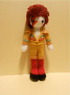 Amigurumi Crochet - I have been a big fan of David Bowie since I can remember. It was my introduction to rock, and my farewell to children songs. I grew up listening to Space Oddity, Rebel Rebel, Diamond Dogs etc̷… Amigurumi Doll, Amigurumi Patterns, Crochet Patterns, Crochet Dolls, Knit Crochet, Knitted Dolls, Ziggy Played Guitar, Ziggy Stardust, Crochet For Boys