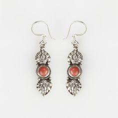 Cercei amuletă vajra, argint și coral, Nepal #metaphora #silverjewelry #amulet #silveramulet #earrings
