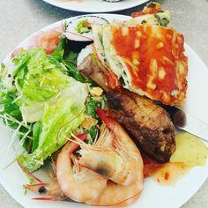 바다위 배에서 뷔페! 좋다 맛있다!  #뷔페 #먹스타그램 #그레이트베리어리프 #greatbarrierreef #buffet by lovelyyyyyalice http://ift.tt/1UokkV2