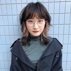 Takuma Kosugi / 小杉 拓馬さんはInstagramを利用しています:「ウルフはsilverも映えますよ✂︎✂︎ ・ ・ ・ #ウルフカット#マッシュウルフ #外国人風ヘアー#ホワイトカラー#マッシュショート#シースルーバング#ショート#インナーカラー#ハイトーン#ハイレイヤー#レイヤーカット…」 Short Punk Hair, Edgy Hair, Girl Short Hair, Asian Short Hair, Cut My Hair, Hair Cuts, Hair Inspo, Hair Inspiration, Medium Hair Styles