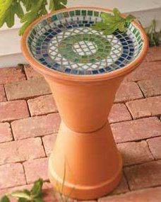 Bird baths - DIY Garden Decor Projects Mosaic Birdbath - invite birds into your garden with this simple DIY tutorial using a couple of terracotta pots and a saucer. Mosaic to your taste, leave it plain or paint and seal it. Diy Garden, Garden Crafts, Garden Art, Garden Ideas, Garden Mosaics, Upcycled Garden, Garden Whimsy, Garden Junk, Garden Design