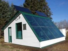 A prototype solar thermal greenhouse could allow growers in cold climates to harness the power of the sun to produce fresh produce year-round. Hydroponic Supplies, Greenhouse Supplies, Growing Plants Indoors, Grow Lights For Plants, Aquaponics System, Hydroponics, Greenhouse Ideas, Greenhouse Gardening, Gardens