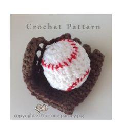 Baby's First Baseball & Glove - cute crochet pattern (fun diy, ideas, inspiration) #baseball #glove #baby