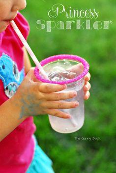 Leuk idee een gekleurd suikerrandje langs het glas.