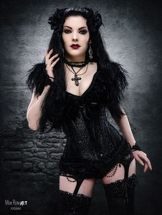 Photo : Meik Reinhardt-Fotografie Model : Gatto Nero Katzenkunst Welcome to Gothic and Amazing | www.gothicandamazing.com